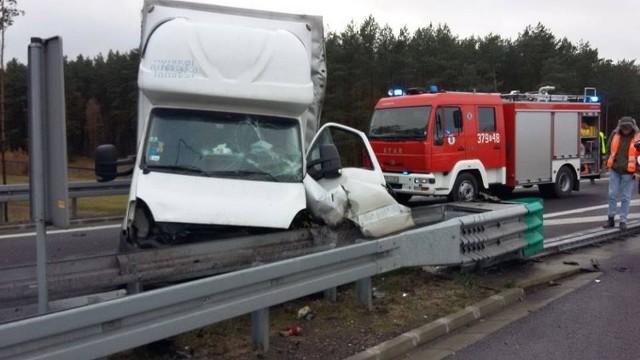 Samochód rozbity na S3.