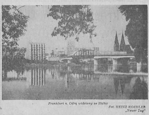 Pierwsza fotografia została zrobiona w 1987 roku. Przedstawia przygraniczny most i Frankfurt nad Odrą widziany z wałów przeciwpowodziowych w Słubicach. Jak widać, panorama wcale tak bardzo się nie zmieniła.