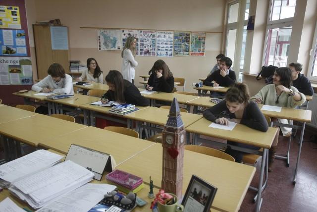 Od 1 stycznia br. części nauczycieli trzeba było podnieść pensje