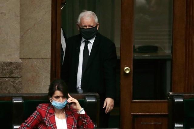 """Dopytywany o to, czy o swojej decyzji rozmawiał z prezesem Jarosławem Kaczyńskim odparł, że """"do takiej rozmowy nie doszło""""."""