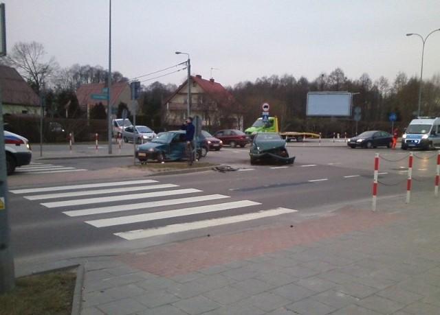 Na skrzyżowaniu ul. Kołłątaja i Bacieczki zderzyły się dwa samochody