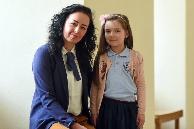 Lilianna Zgierska z Poznania poszła do szkoły w wieku sześciu lat. Ani ona, ani jej mama nie żałują tej decyzji. - W szkole mam miłą panią, uczymy się fajnych rzeczy - mówi dziewczynka