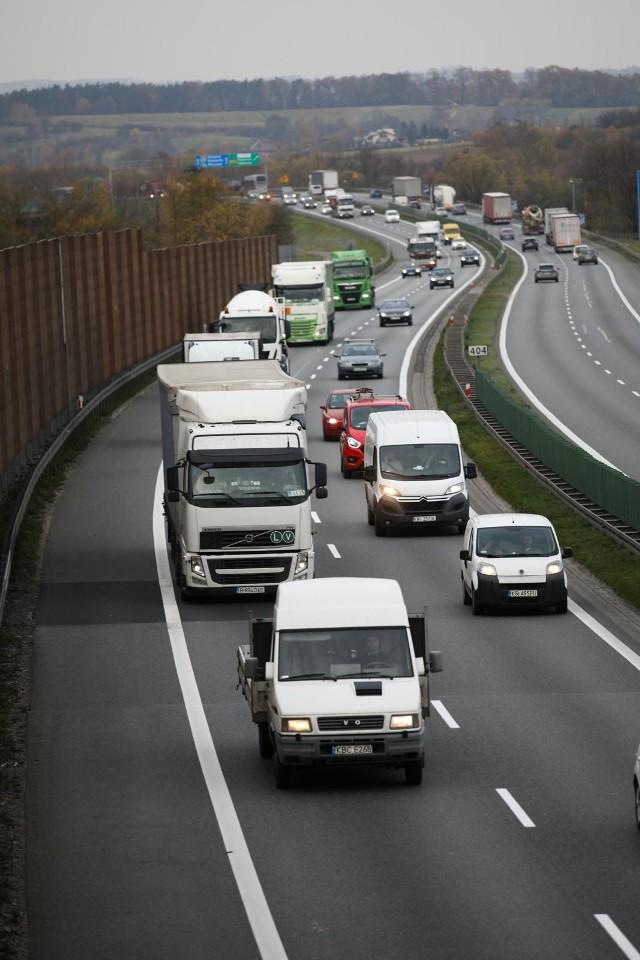 Powstanie dodatkowy pas dla samochodów na autostradzie A4