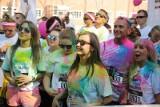 The Color Run Gdańsk 2019. Burza kolorów sposobem na jesienną chandrę. Biegacze wokół Ergo Areny w kolorowych podmuchach farb