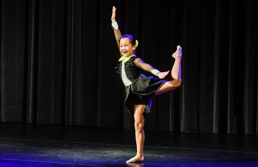 Niemal 150 tancerzy w trzech kategoriach wiekowych (do lat...