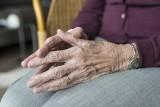 Wielkopolska: Oszuści okradli 99-letnią kobietę