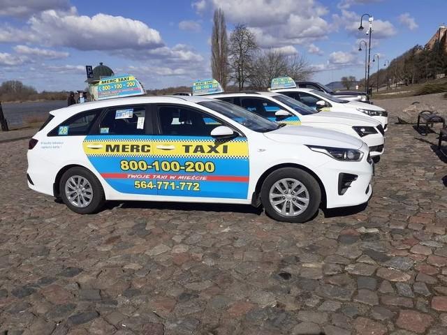 Poseł Szymański wspólnie z korporacją Merc Taxi byli organizatorem akcji polegającej na dowożeniu seniorów na szczepienia w Grudziądzu. Przedsięwzięcie było finansowane ze środków własnych obu podmiotów. Zostało zakończone