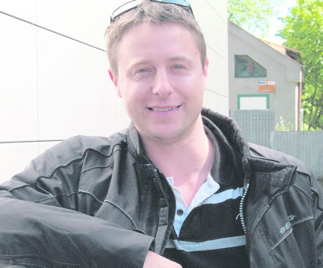 Piotr Kaczkowski pracuje ze sportowcami, z chorymi na osteoporozę. Pełni też dyżury na SOR.