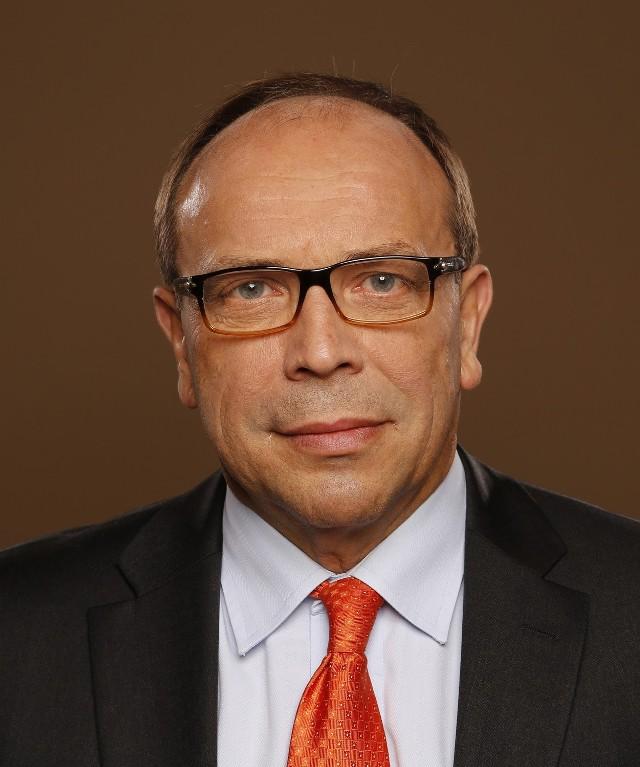 Warto zapamiętać numer (+48) 828 828828 Mieczysław Groszek, Wiceprezes Związku Banków Polskich