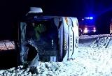 Wypadek autobusu z pracownikami Amazona pod Wrocławiem [ZDJĘCIA]