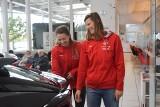 Siatkarki E.Leclerc Moya Radomki Radom otrzymały samochody od Toyota Romanowski. To Toyoty C-HR. W salonie było święto. Zobaczcie zdjęcia