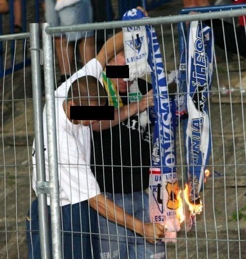 Po meczu Unibax-Unia: Trafił na komendę za spalenie szalika. Ma już wyrok
