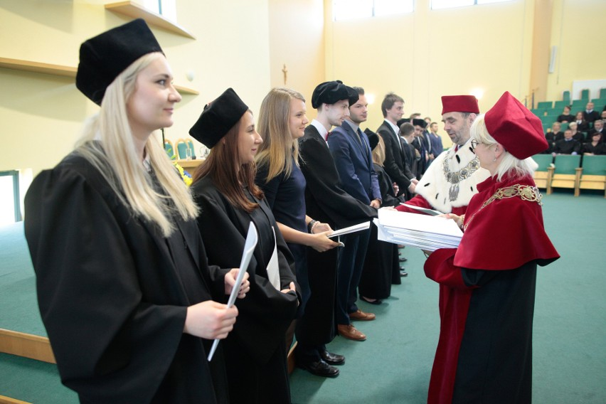 Uroczystość nadania promocji odbyła się w siedzibie Wyższego Międzydiecezjalnego Seminarium Duchownego przy ul. Drzymały.