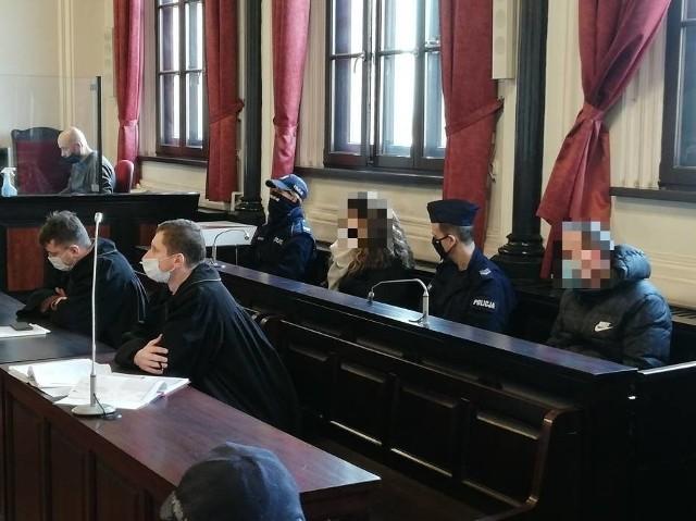 Sąd uchylił areszt oskarżonym o doprowadzenie do śmierci 3-letniego Kuby. Katarzyna F. i Daniel B. odpowiadają z wolnej stopy.