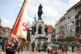 Kraków. Dziś obchodzimy 230. rocznicę uchwalenia Konstytucji 3 Maja. 75 lat temu obchodów zakazali komuniści. Ludzie i tak wyszli na ulice