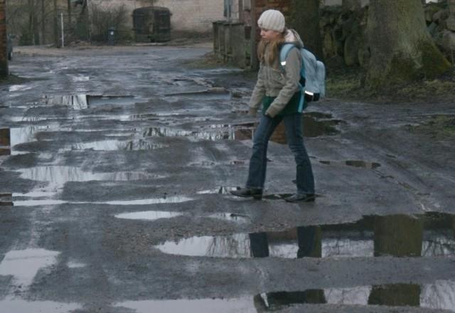 - Kiedy dojeżdżam do szkoły mam nie tylko zabłocone buty, ale też mokre stopy - mówi Magda.