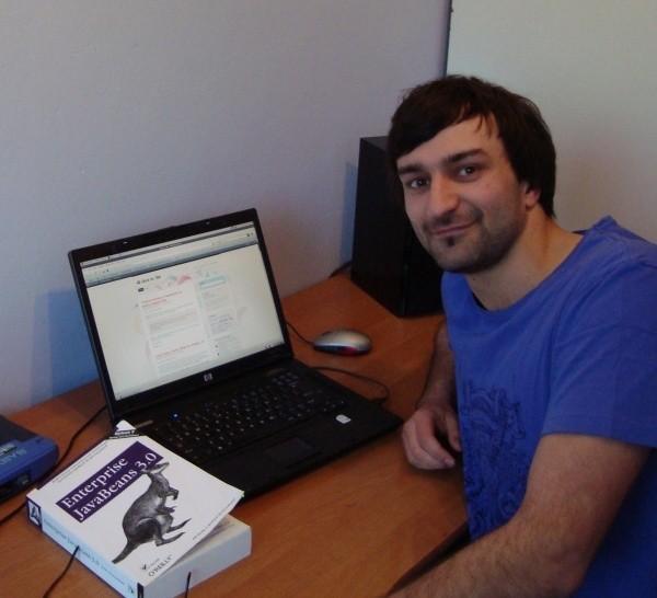 Marek Goldmann skończył dwujęzyczną informatykę na Politechnice Opolskiej.