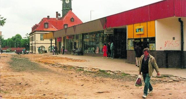Tak wyglądał lubiński Rynek przed wyburzeniem sklepów, które były w tym miejscu w latach 90.