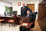 Fotel marszałka województwa podlaskiego zlicytowany za 2500 zł. Był jeden chętny! (wideo)