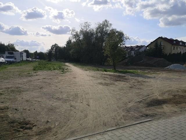 Wzdłuż ulicy Królewskiej we Wrocławiu powstanie ścieżka rowerowa, chodnik i oświetlenie.