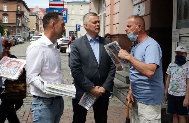 Na zaproszenie posła Tomasza Szymańskiego do Grudziądza w piątek przyjechał Tomasz Siemoniak, były wiceprezes rady ministrów, aby  zachęcać grudziądzan do głosowania w drugiej turze wyborów prezydenckich na Rafała Trzaskowskiego.