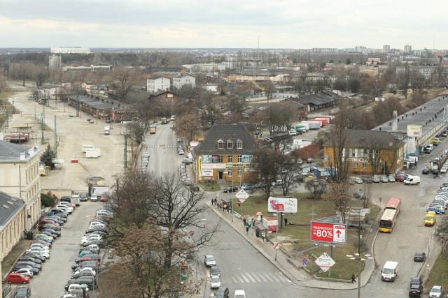 Ulica Robotnicza zawsze łączyła fabryczną dzielnicę miasta z jego centrum. Dziś nie ma się po co zapuszczać w tę okolicę. Kilometr od Rynku straszą rudery. Co się z nią stanie w przyszłości?