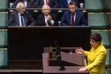Sejm. Beata Szydło o premiach dla ministrów: To były pieniądze uczciwie wypłacane z budżetu, nagrody dla ciężko pracujących urzędników