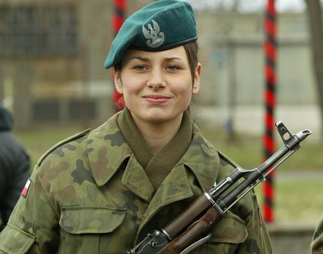 Udział w szkoleniu wojskowym mogą również wziąć kobiety.