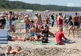 Weekend na plaży w Międzyzdrojach na całego, czyli parawany, kąpiele i opalanie! Zobacz ZDJĘCIA