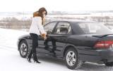 Ten problem dotyka każdego właściciela samochodu. Jak radzić sobie z zamarzniętym samochodem [PORADNIK]