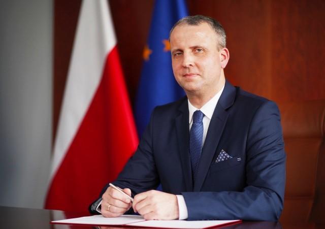 Michał Zieliński ma 48 lat, mieszka w Obornikach, a z wykształcenia jest ekonomistą.