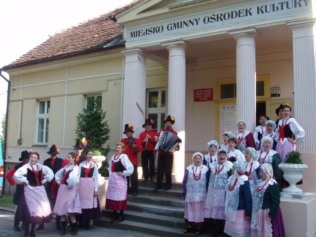 """Zespół folklorystyczny """"Pałuki"""" stworzyła 60 lat temu Klara Prillowa. Jej imienia jest dom kultury. Ale muzeum Pałuk w Kcyni, nawet skromnej izby muzealnej, jak nie było, tak nie ma."""