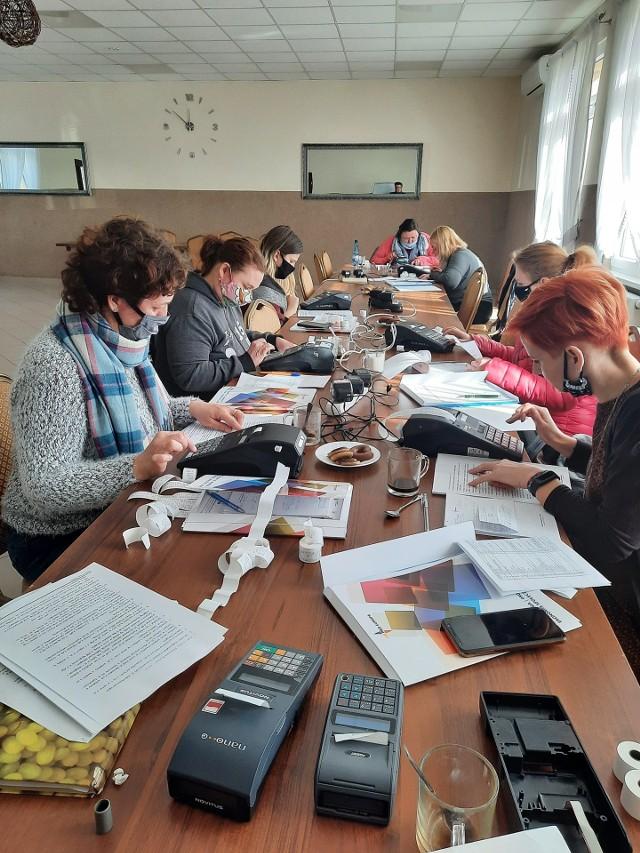 """W Zbójnie w ramach projektu """"Aktywna integracja w Gminie Zbójno"""" w ostatnich tygodniach zorganizowano kursy zawodowe."""