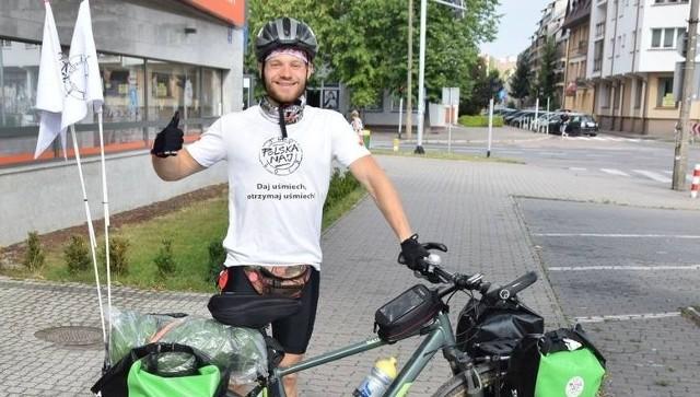 Ostrołęka. Przemierza Polskę na rowerze. Pan Janusz z Gdyni odwiedził też Ostrołękę