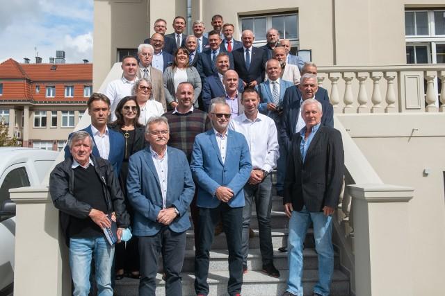 W piątkowe południe 27 sierpnia 2021 roku w stolicy Wielkopolski odbyło się specjalne spotkanie przedstawicieli PZT.