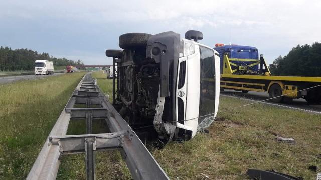 Policja z Włocławka ustala, kto kierował busem który uległ kolizji