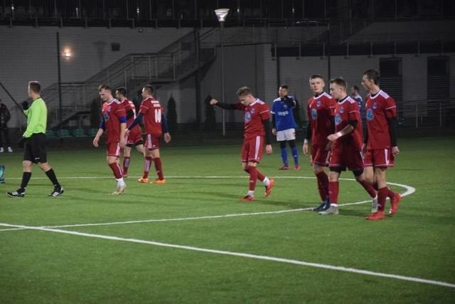 Ekipa Drogowca Jedlińsk (w czerwonych strojach) pokonała Enea Energię Kozienice i awansowała na fotel lidera rozgrywek.
