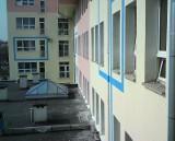 Szpital na Tochtermana: parapety pokrywa warstwa... ptasich odchodów