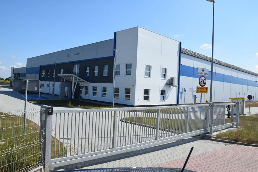 Firma Erkado Drzwi ulokuje się w nowo zbudowanej hali kupionej od Agencji Rozwoju Przemysłu.