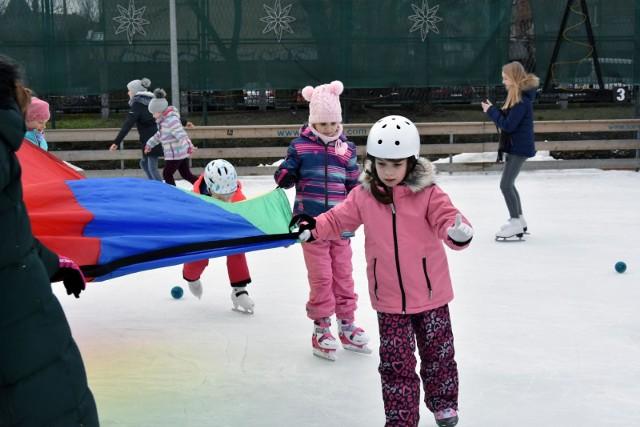 Połowa Polaków uważa, że ferie zimowe nie powinny odbywać się w jednym terminie