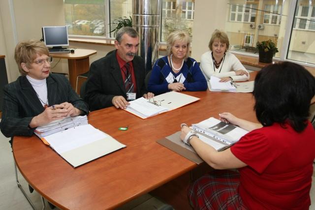 Wnioski osób bezrobotnych, które ubiegają się w Powiatowym Urzędzie Pracy w Kielcach o środki na założenie własnej firmy, ocenia komisja