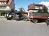 Krynki. Wywrócił się traktor z przyczepami ze zbożem. Na nogi postawiono wszystkie służby