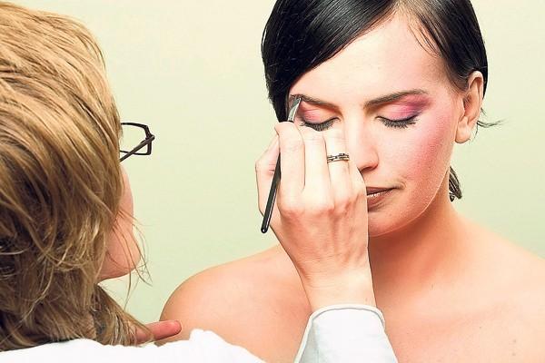 Kosmetyki zawierają bardzo wiele pochodnych ropy naftowej.