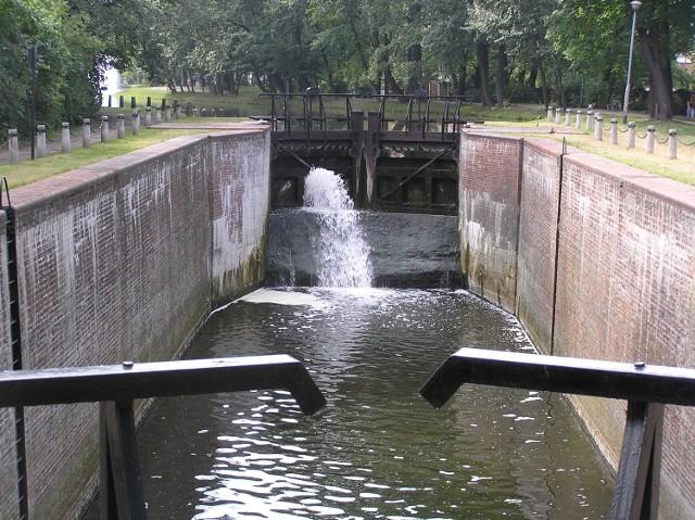 Stary Kanał Bydgoski i wyłączone z ruchu śluzy są dziś dużą atrakcją turystyczną Bydgoszczy
