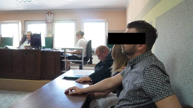 Znieważyli policjantów. Wyrok: 10 miesięcy prac społecznych