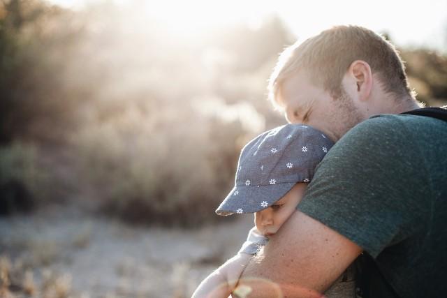 Dodatkowy miesiąc płatnego urlopu ojcowskiego! Dla kogo?