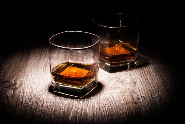 Na uczestników czeka ponad 100 rodzajów whisky do degustacji w cenie biletu.