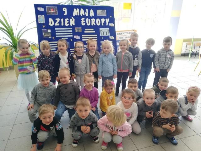 Uczniowie szkoły podstawowej w Suchej świętowali Dzień Europy.