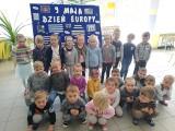 Lekcja o Europie w szkole podstawowej w Suchej. Uczniowie odwiedzali on-line unijne kraje