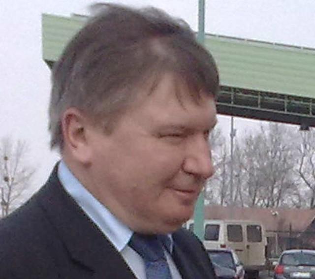 Minister Jerzy Miller na przejściu granicznym w Medyce.